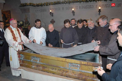 Padre Pio entombed, Blessed, Saint, exhumed, displayed